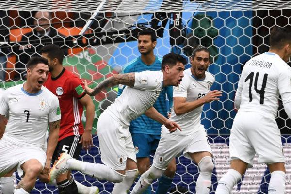 Uruguay gana 1-0 a un Egipto sin Salah