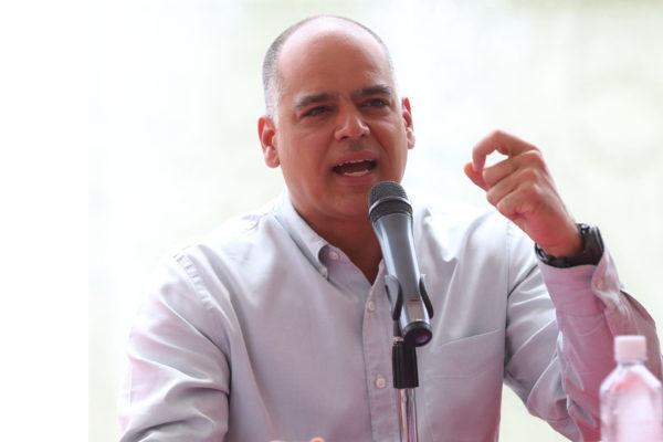 Andrés Izarra pide cambio de gobierno ya