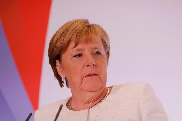 La extrema derecha alemana se moviliza contra Merkel