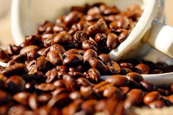 Fuerte ola de frío en Brasil mantiene disparados los precios del café