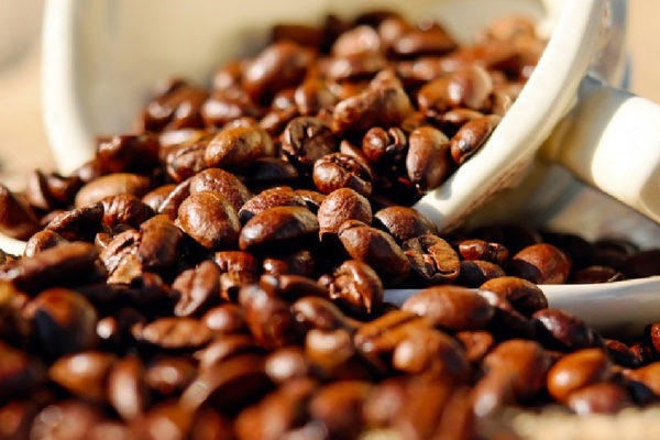 Derrumbe de precios del café arruina a productores en Colombia y Brasil