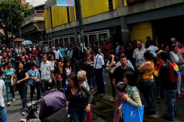 Servicio eléctrico comienza a restablecerse en Caracas