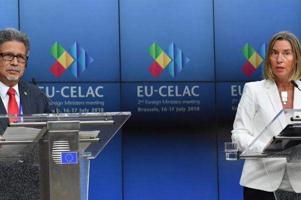 UE y Celac urgen a concluir negociaciones comerciales en curso