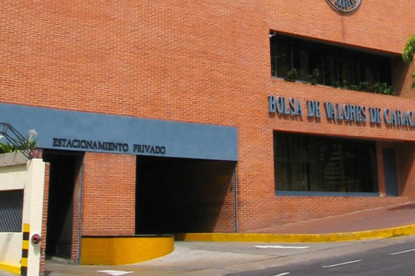 Índice Bursátil Caracas cayó en mayo pero sigue superando al dólar paralelo