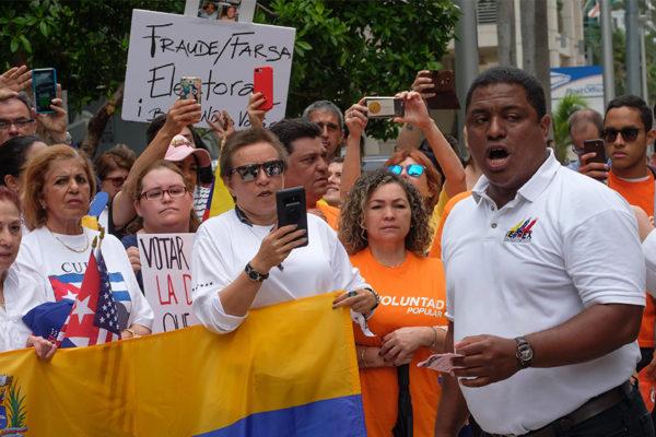 Venezolanos piden a Pence estatus de protección humanitaria