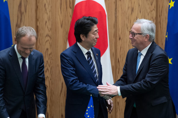 La UE y Japón firman acuerdo de libre comercio