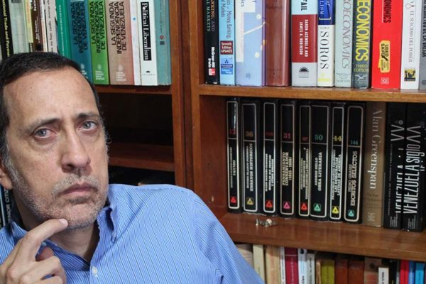 José Guerra: Anclar el bolívar al petro carece de sentido