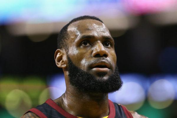 LeBron James firma con los Lakers por 4 años y $154 millones