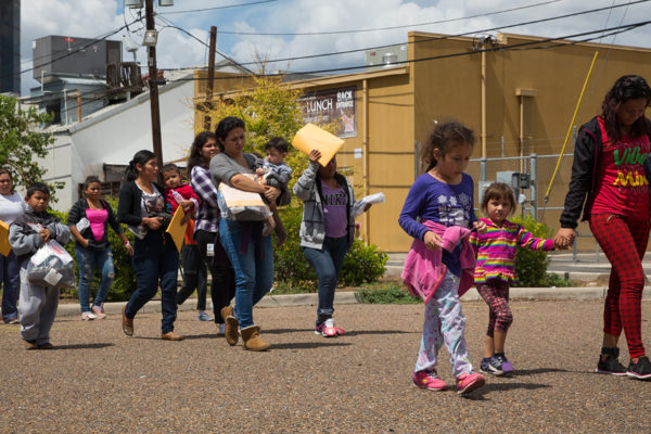 Bachelet fustiga a Estados Unidos por trato inhumano a los migrantes