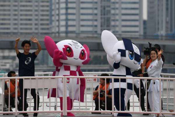 Tokio bautiza a futuristas mascotas de los Juegos Olímpicos 2020