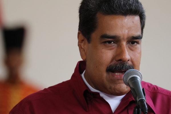 Mike Pence acusa a China de lanzar un salvavidas a Maduro