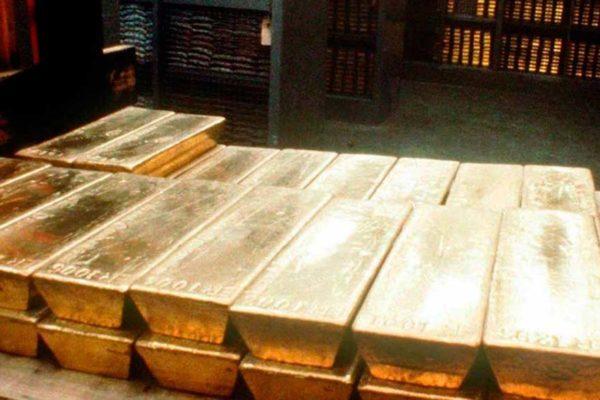 Oro retrocede de máximo histórico y pierde 4,21%, su mayor caída en 9 años