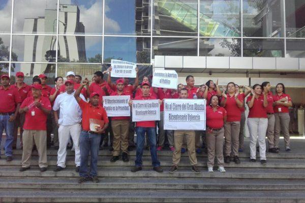 Obligan a marchar a trabajadores de Abastos Bicentenario