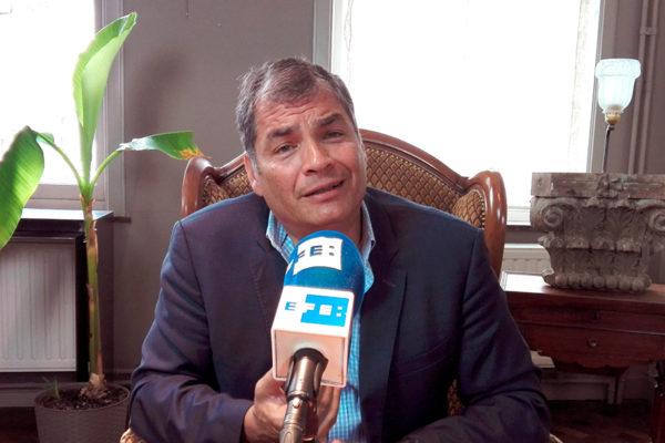 Expresidente Rafael Correa llegó a Venezuela mientras es requerido por la Interpol