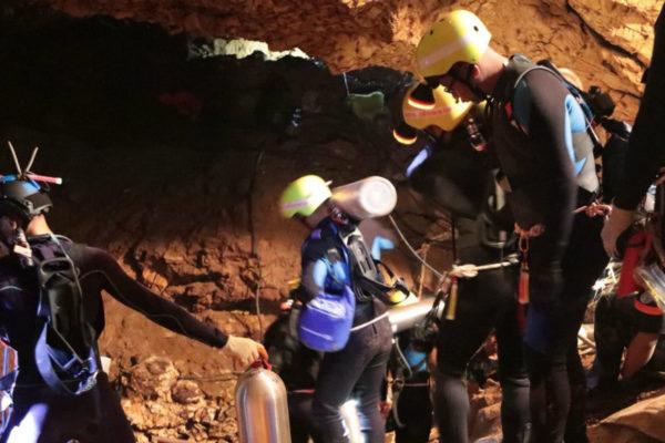 Rescatan a otros cuatro niños de la gruta en Tailandia