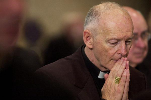 El papa acepta renuncia de cardenal acusado de abusos sexuales