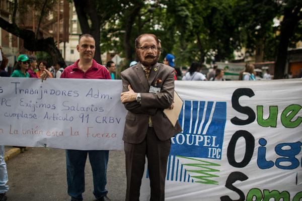 Trabajadores venezolanos mantienen protestas por mejores salarios