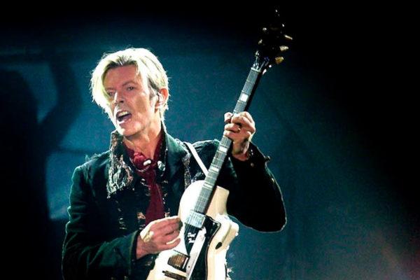 Subastarán en Gran Bretaña primera grabación de David Bowie