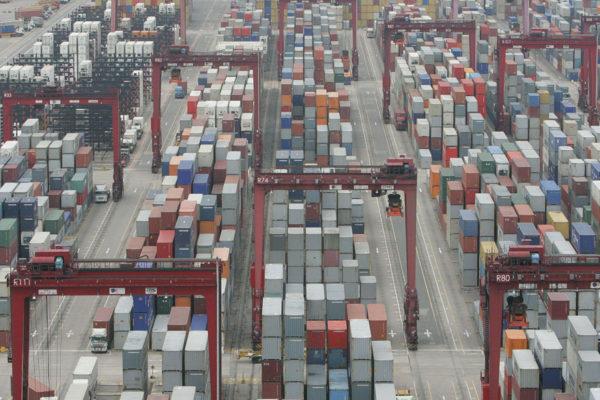 Exportaciones chinas se ralentizan en noviembre en medio de incertidumbres