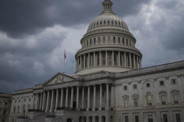 Trump desafía a congresistas en sexto día del cierre del gobierno