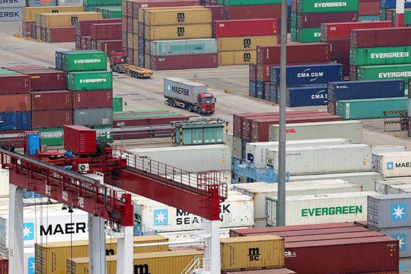 Problemas de suministro seguirán hasta el año próximo, advierte EEUU