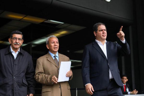 Diputados denuncian compra de votos en elecciones del 20M
