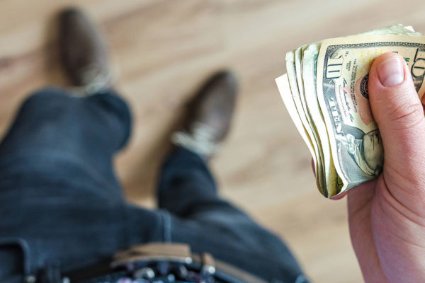Dólar oficial extiende alza y roza la franja de los Bs.370.000 este #17Sep
