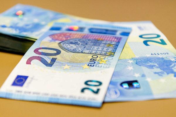 El euro se desploma, lastrado por caída de la lira turca