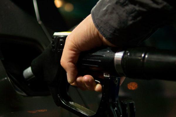 Racionarán gasolina en Bolívar según el terminal de la placa del vehículo