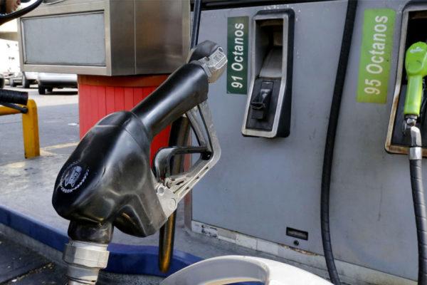 ¿Obliga la reconversión a un alza del precio de la gasolina?