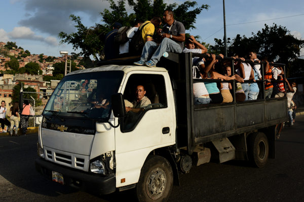 «Perreras», peligrosa respuesta al caos de transporte en Venezuela
