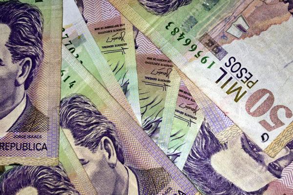 El dólar marca nuevos máximos en Colombia y se acerca a los 4.000 pesos