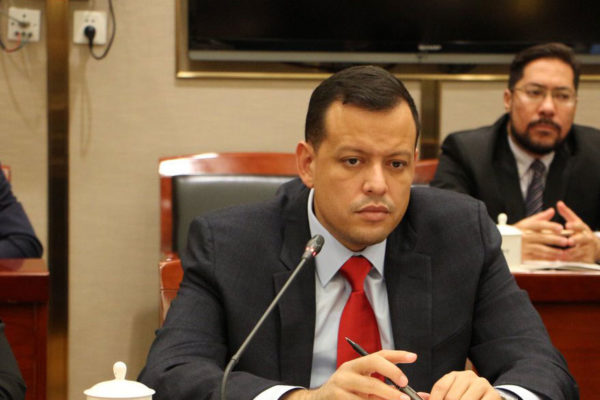 Zerpa viaja a China para conversar sobre finanzas y petróleo