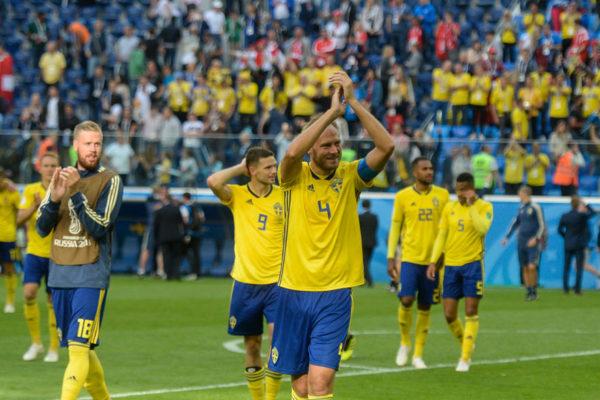 Suecia pasa a cuartos al vencer 1-0 a Suiza