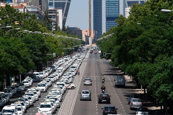 Taxistas expanden su huelga a toda España en protesta contra Uber