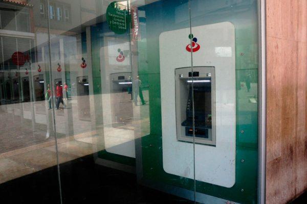 Banca: puntos de venta aumentan 7,7% y red de cajeros se contrae 14% en un año