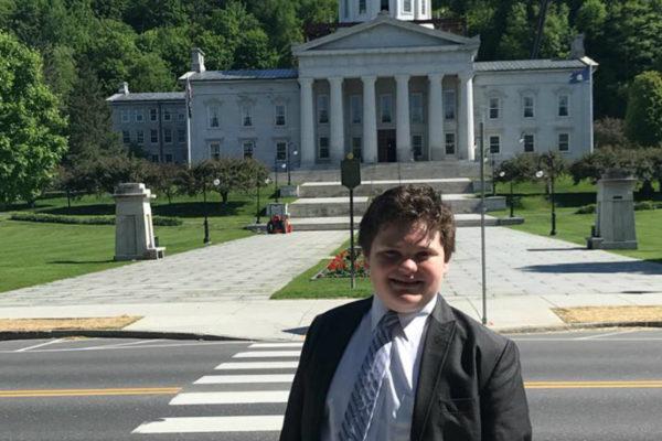 Estudiante de 14 años se postula a gobernador en EEUU