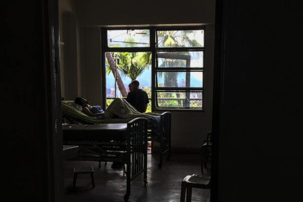 Comer en un hospital venezolano, una amenaza para la salud