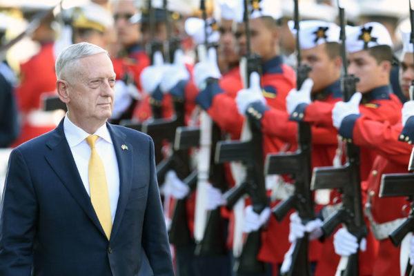 Secretario de Defensa renuncia tras retiro de tropas de Siria y Afganistán