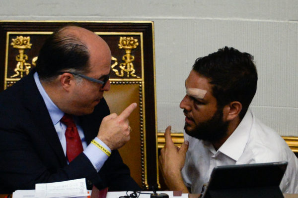 Fiscalía ordena bloquear cuentas bancarias de Requesens y Borges