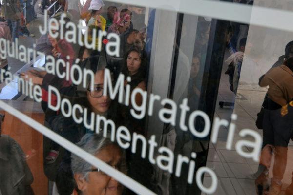 Venezolanos aceleran el paso a Perú antes de endurecimiento migratorio
