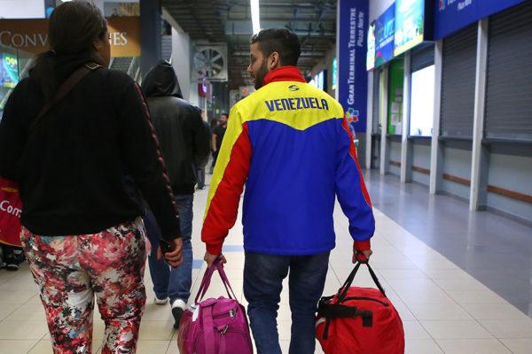 Mueren dos jóvenes migrantes venezolanos por derrumbe de edificación en Chile