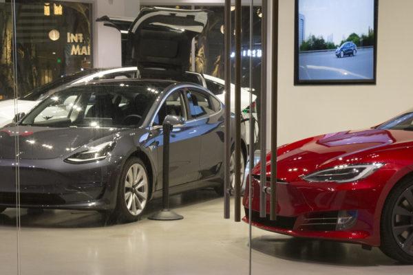Tesla anuncia que produjo más de medio millón de vehículos en 2020