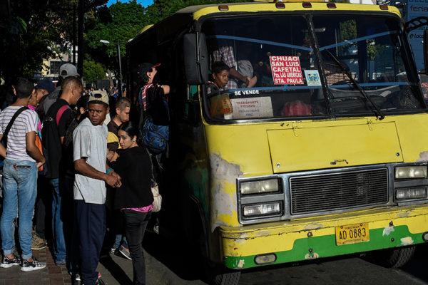 Caos y confusión en el transporte por aumento y nuevos billetes