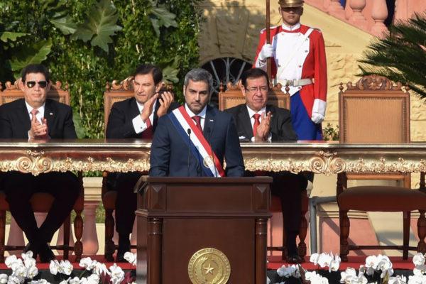 Mario Abdo critica a Venezuela al asumir presidencia de Paraguay