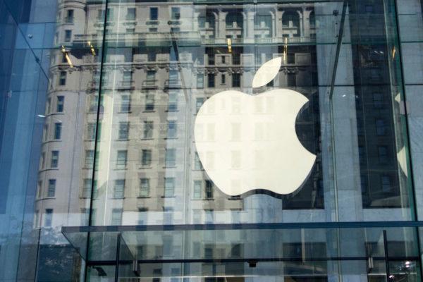 Apple reabrió su icónica tienda del cubo de cristal en Nueva York