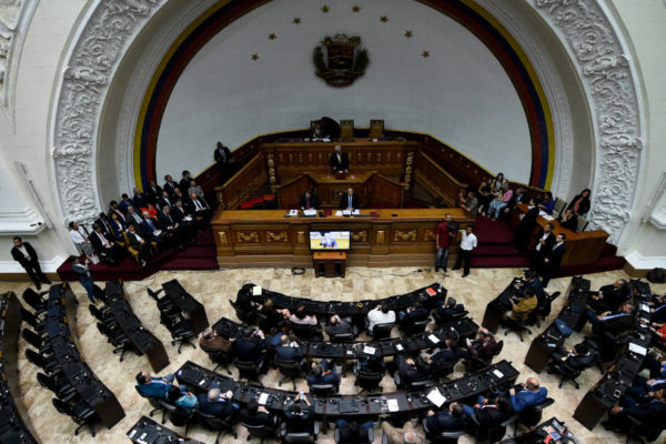 Arengas y acusaciones marcaron vuelta del chavismo a la Asamblea Nacional