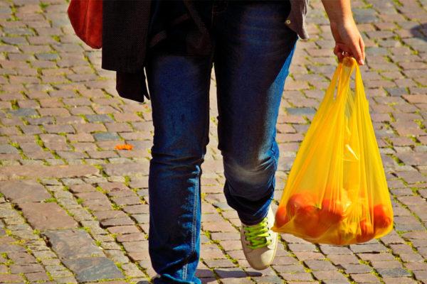Chile, primer país latinoamericano en prohibir las bolsas plásticas