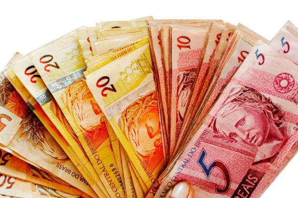 Economistas prevén contracción económica en Brasil superior al 5% por coronavirus