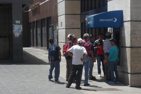 Venezolanos temen más inflación con reformas de Maduro